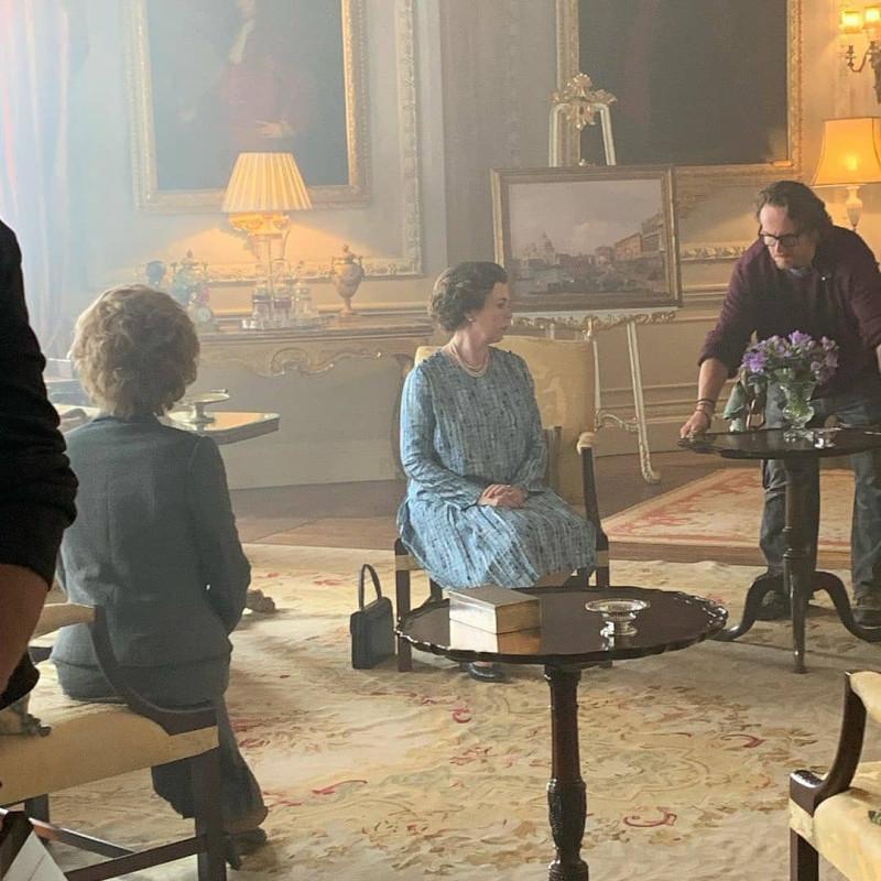 Необычная красная дорожка к премьере нового сезона сериала Корона.