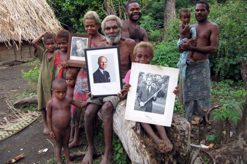 Островитяне, которые считают принца Филиппа божеством, расстроены из-за его  болезни.: euro_royals — LiveJournal