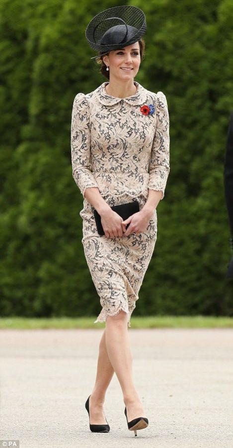 Герцогиня Кэмбриджская: лучший выход в черной шляпке.