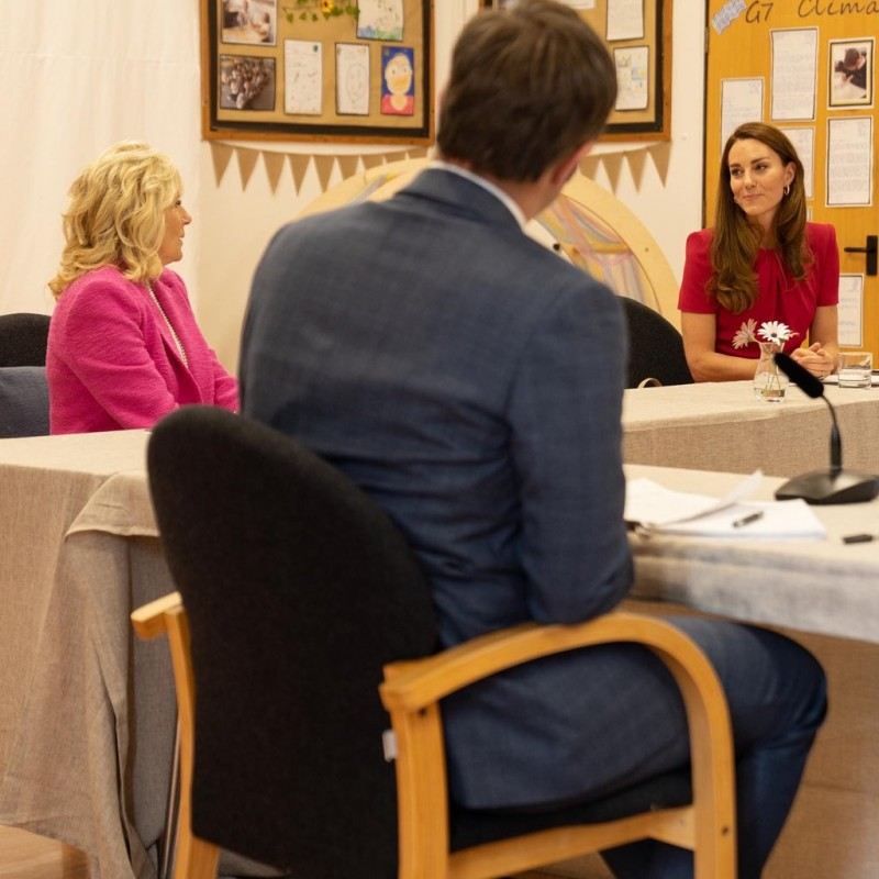 Герцогиня Кембриджская вместе с первой леди США посещают академию в Корнуолле: