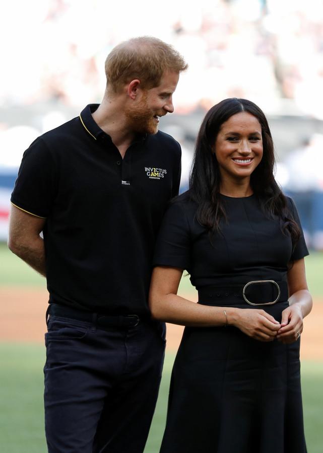 Гарри и Меган на бейсбольном матче.