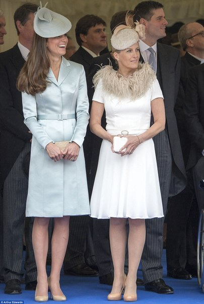 Герцогиня Кэмбриджская: лучший выход на церемонии Ордена Подвязки.