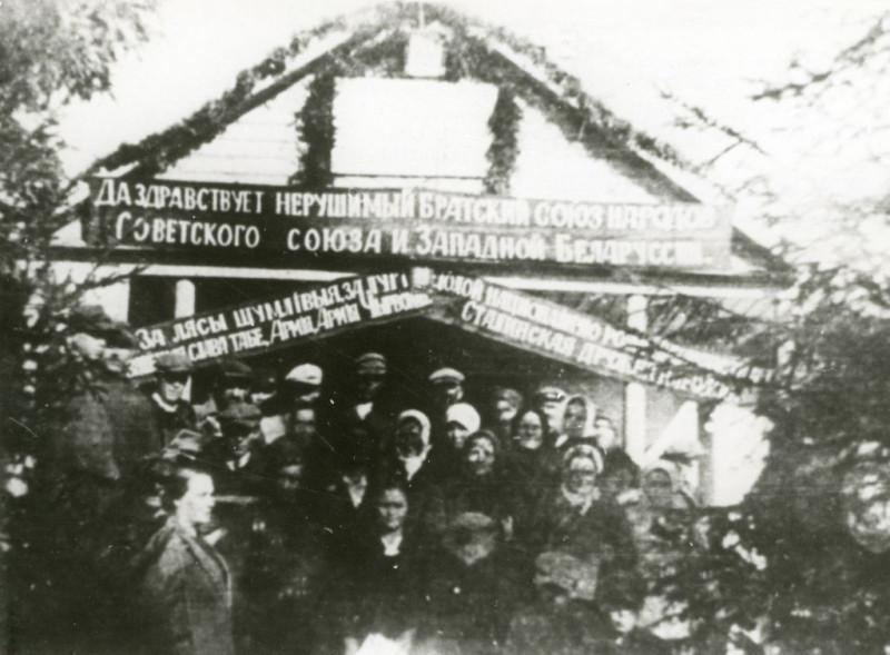 """""""Ворота приветствия"""", построенные в честь Красной Армии в селе Гудевичи Гродненского повета. 1939 год"""