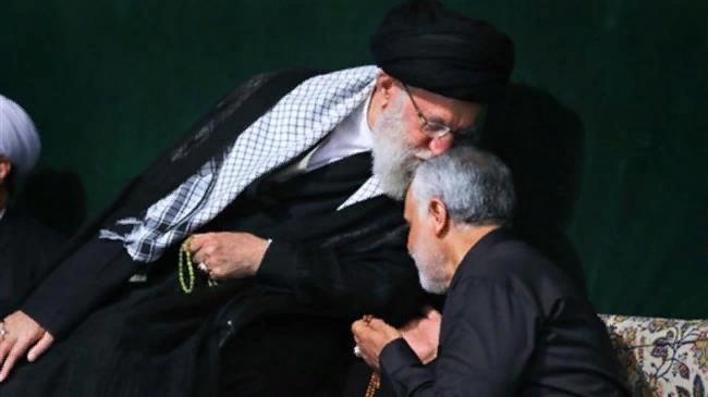 Лидер Исламской революции Ирана аятолла Сейед Али Хаменеи (слева) и командующий силами КСИР Кудс генерал-майор Касем Солеймани