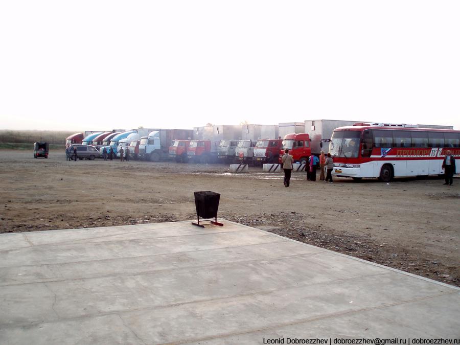 Автобусы собираются около границы