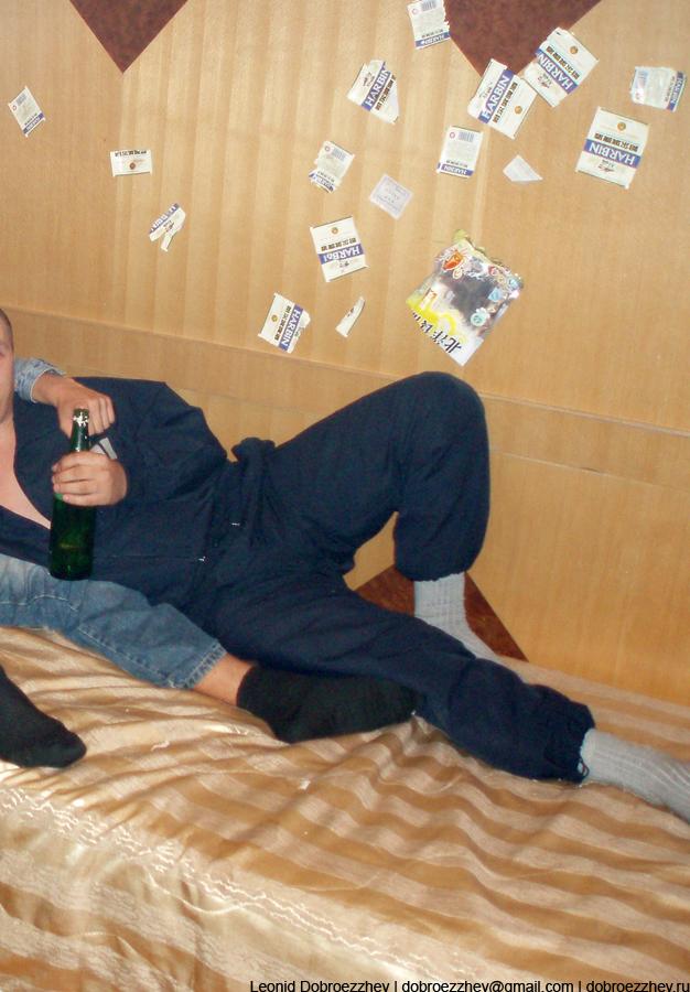 Русские свиньи заклеили стенку этикетками