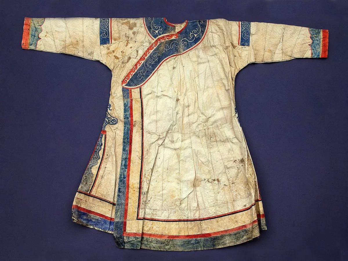 Старинная нанайская одежда из рыбьей кожи
