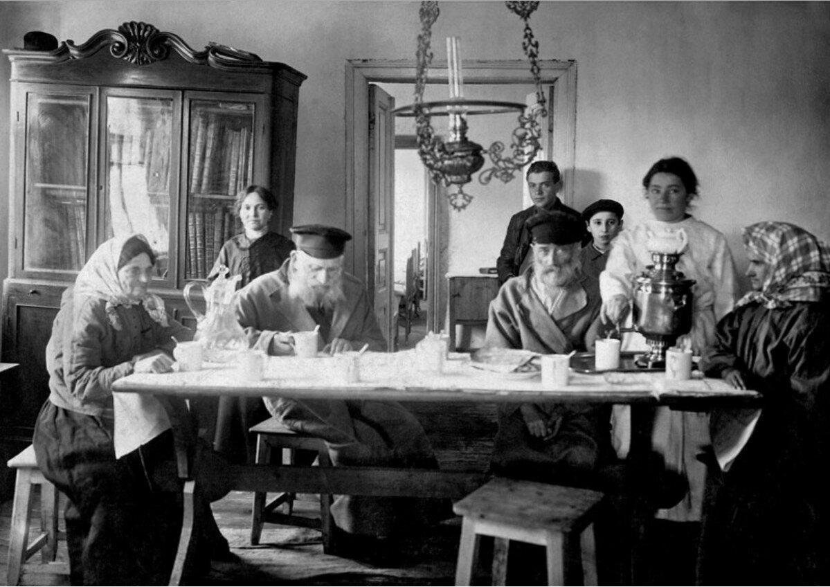 1910-е. Еврейская семья. Подолье (Фото: humus.livejournal.com)