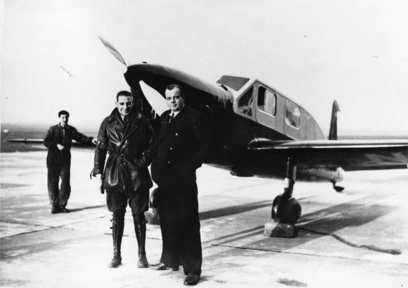 С механиком Прево 29 декабря 1935 года