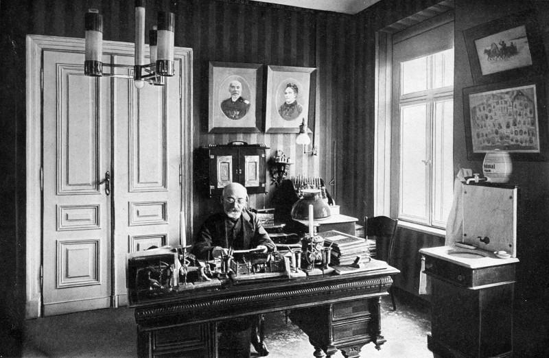 Заменгоф в своей «языковой лаборатории»