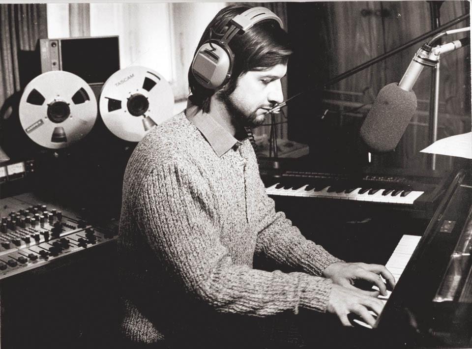 Алексей Рыбников в студии, 1970-е годы (Фото из личного архива композитора, опубликовано на сайте www.vesty.co.il)