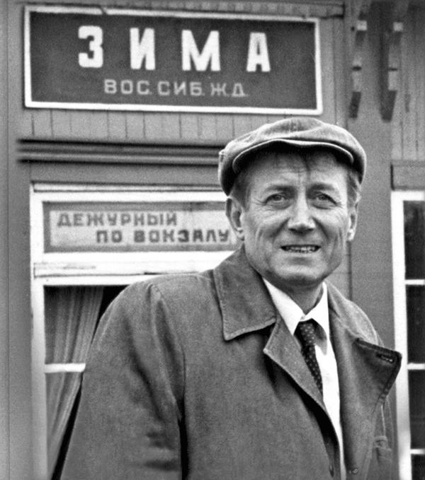 Евгений Евтушенко на станции «Зима».
