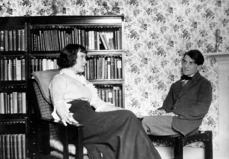 Кэтрин Мэнсфилд и Джон Миддлтон в своей лондонской квартире (1913)