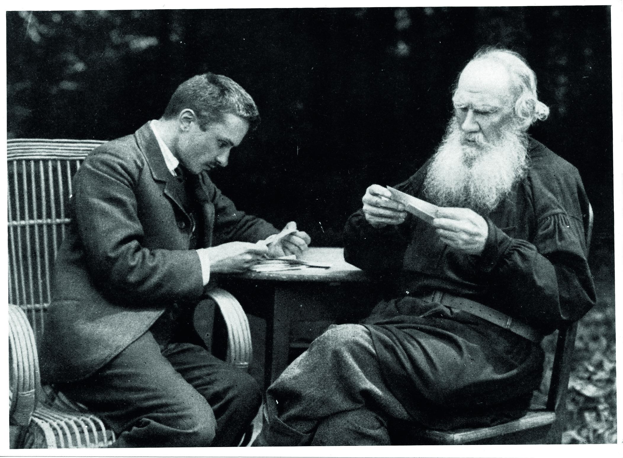 Лев Толстой со своим секретарём Валентином Булгаковым, 1910