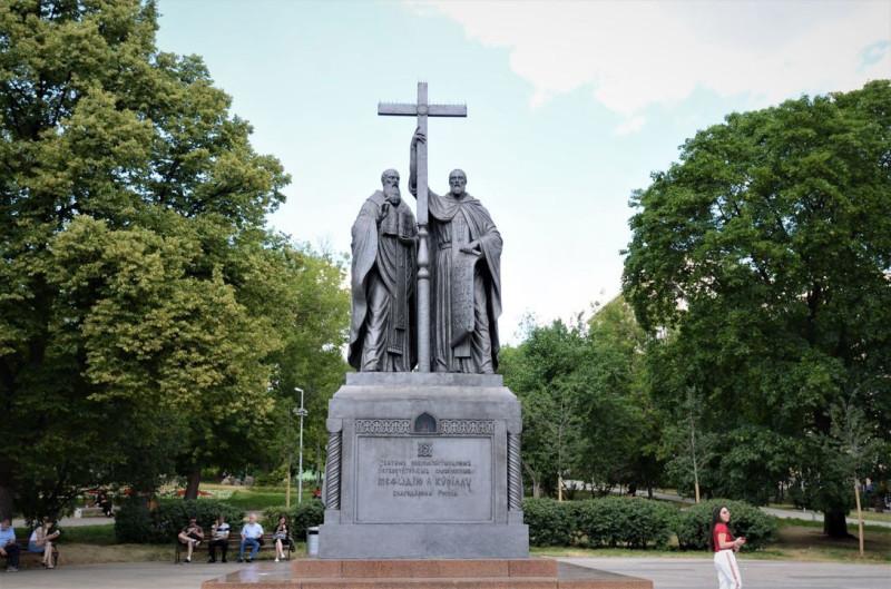Памятник братьям Кириллу и Мефодию в Москве