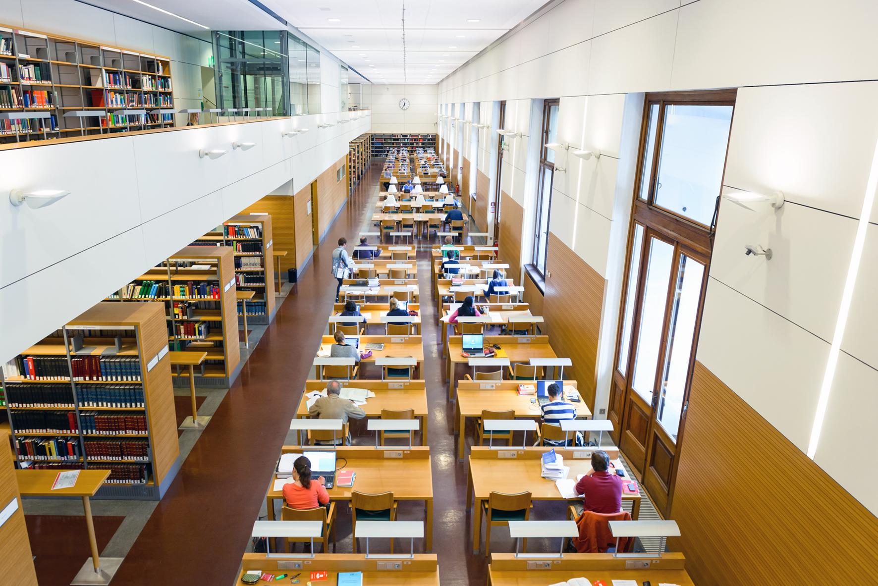 Главный читальный зал в Нойебурге (Фото с сайта Австрийской национальной библиотеки: onb.ac.at)