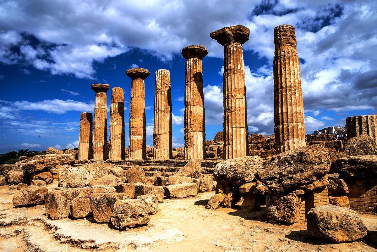 Руины храма Геркулеса (Фото: tourpedia.ru)