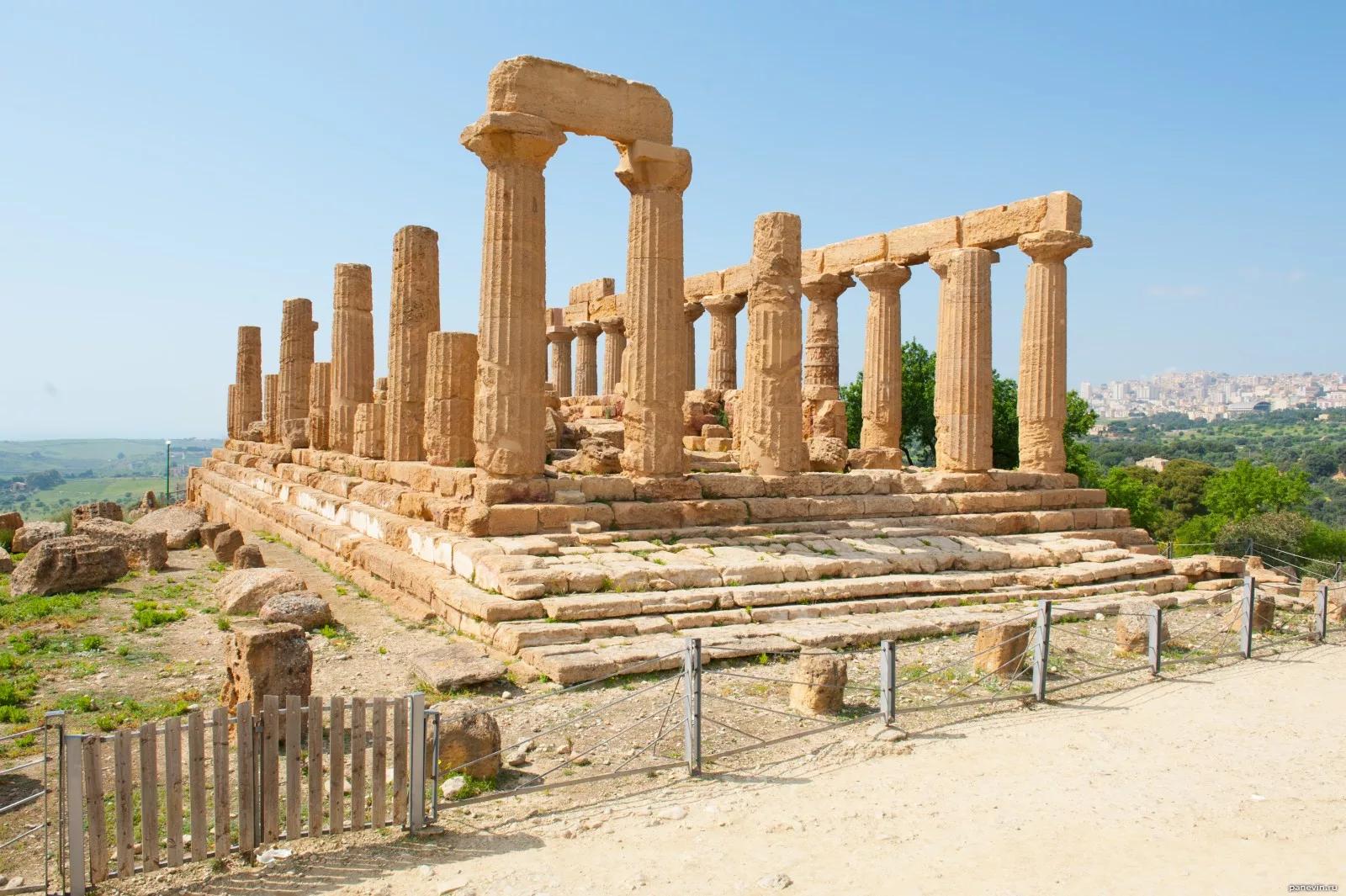 Руины храма Геры (Фото: panevin.ru)