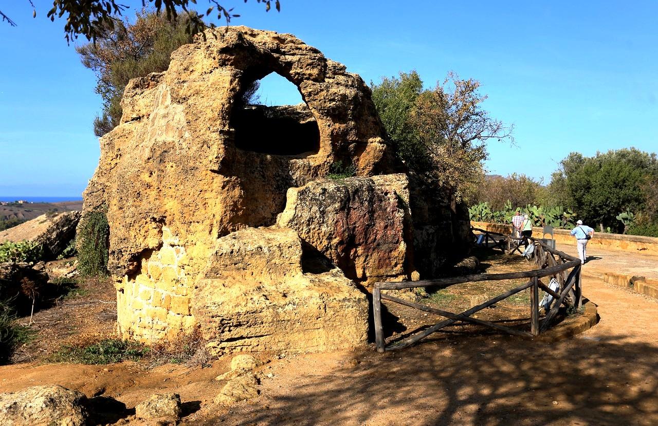 Святилище Асклепия (Фото: tourpedia.ru)