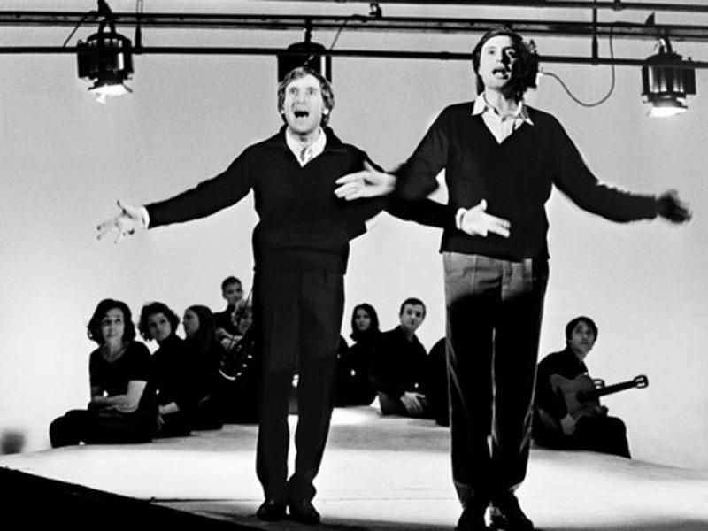 Владимир Высоцкий и Вениамин Смехов в спектакле Театра на Таганке «Антимиры» (1965)