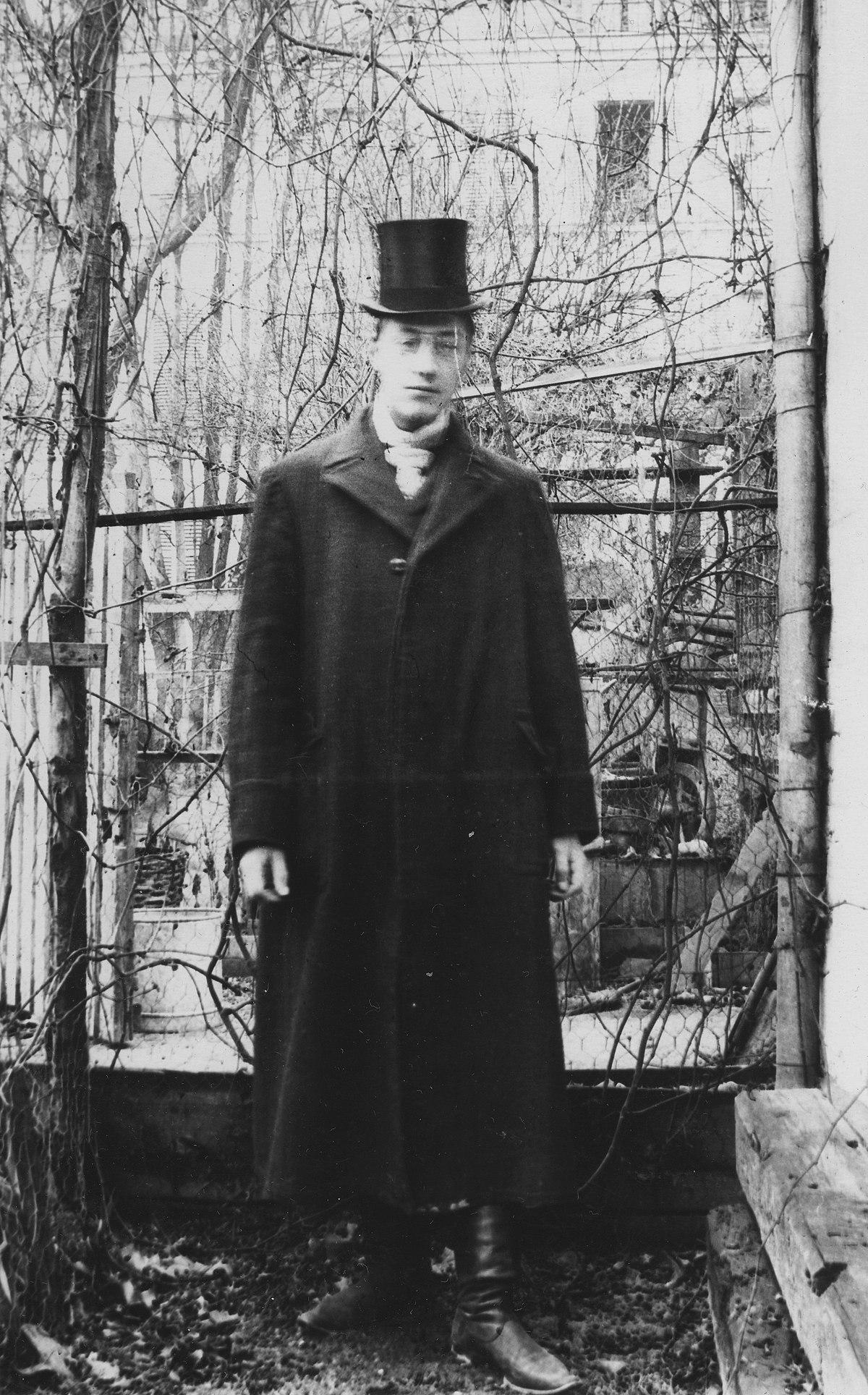 Николай Гумилёв, Париж, 1906