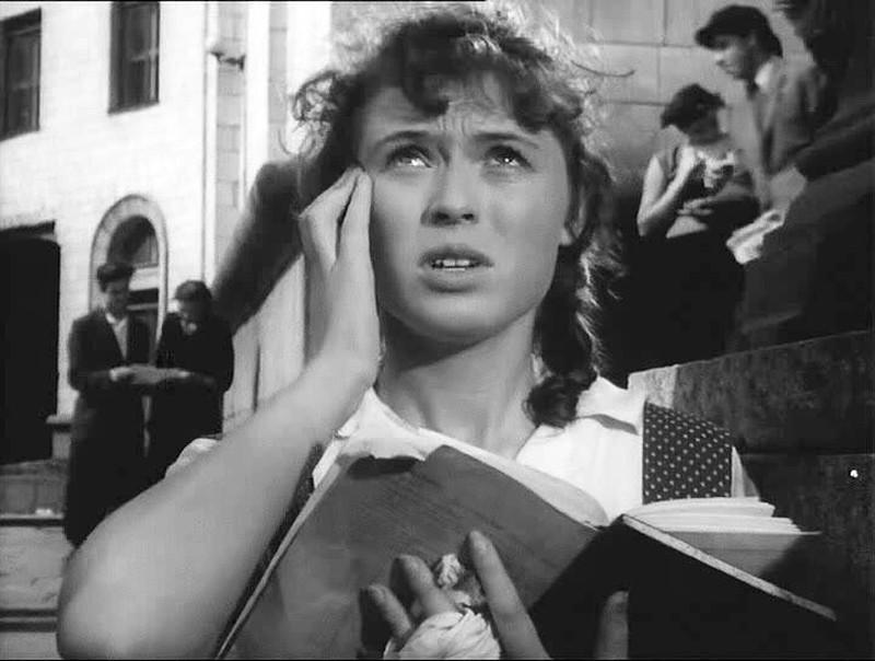 Кадр из эпизода, решившего судьбу главного героя (фильм «В добрый час!», реж. В. Эйсымонт, 1956)