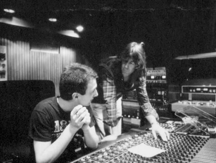 Джон Дикон и Райнхольд Мак в мюнхенской студии Musicland во время работы над альбомом The Game