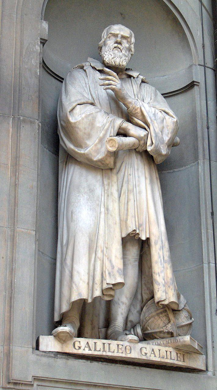 Статуя Галилея на одном из фасадов Галереи Уффици во Флоренции