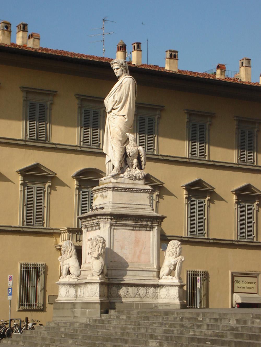Статуя Данте у базилики Санта-Кроче, Флоренция, где установлен кенотаф поэта