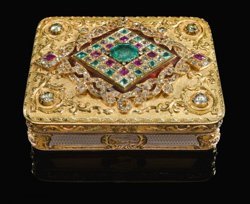 Two-coloured gold snuff box, Johann Wilhelm Keibel, St. Petersburg, 1845 (Sotheby's).