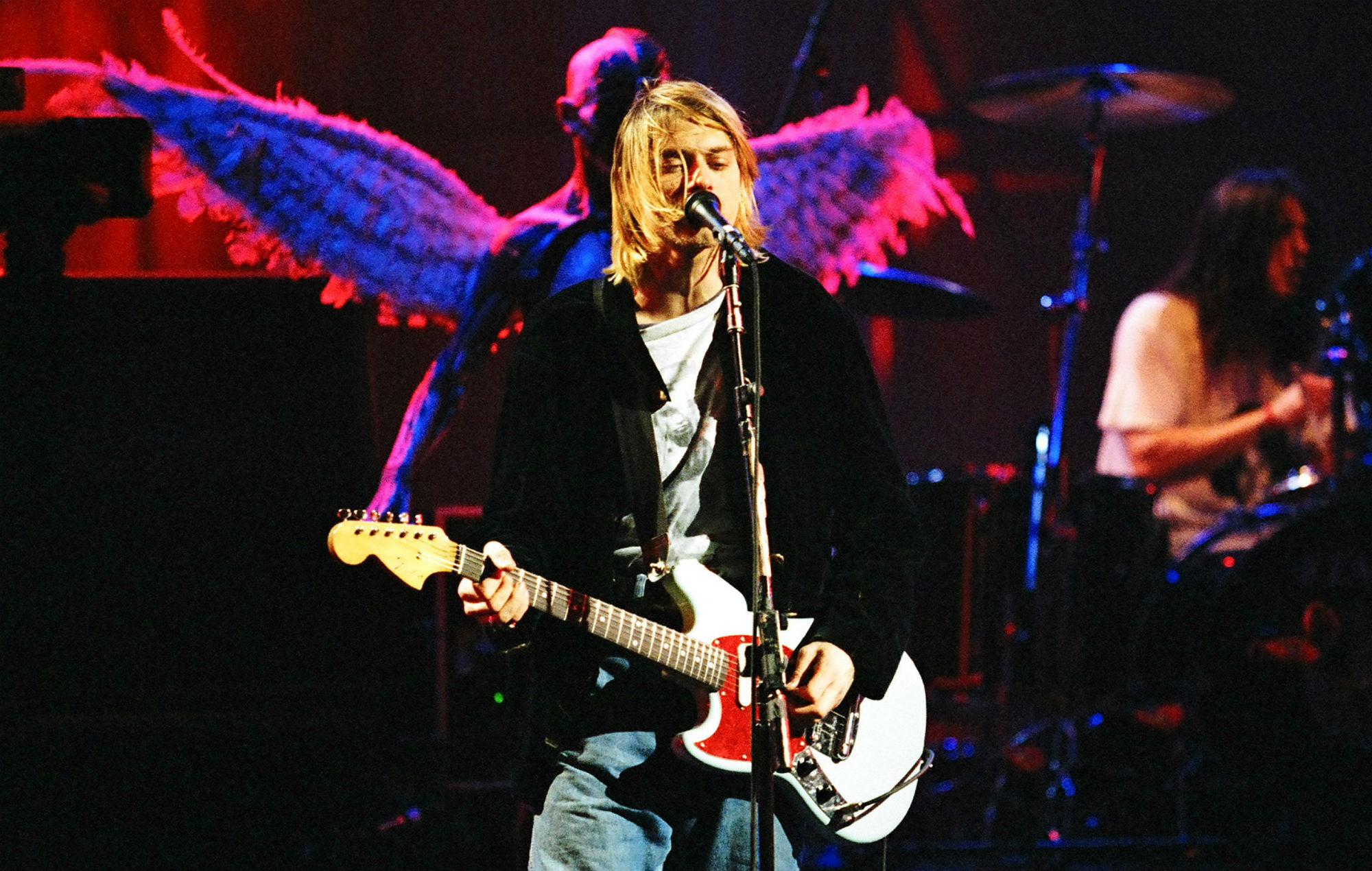 Курт Кобейн на концерте группы Nirvana в Сиэтле (13 декабря 1993 года)