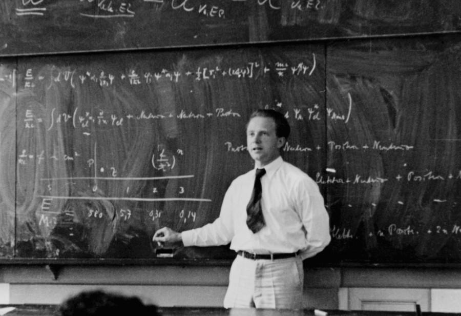 Вернер Гейзенберг во время лекции