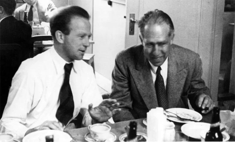 Вернер Гейзенберг и Нильс Бор в Копенгагене (начало 1930-х; Emilio Segrè Visual Archives, American Institute of Physics)