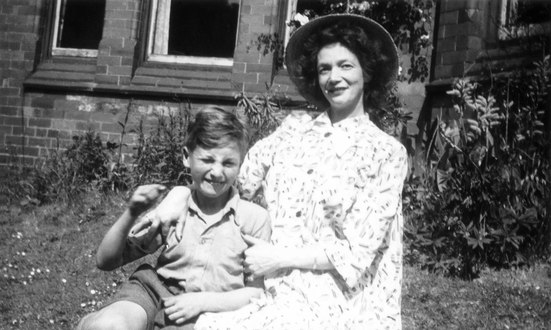 Джон и Джулия Леннон, 1949