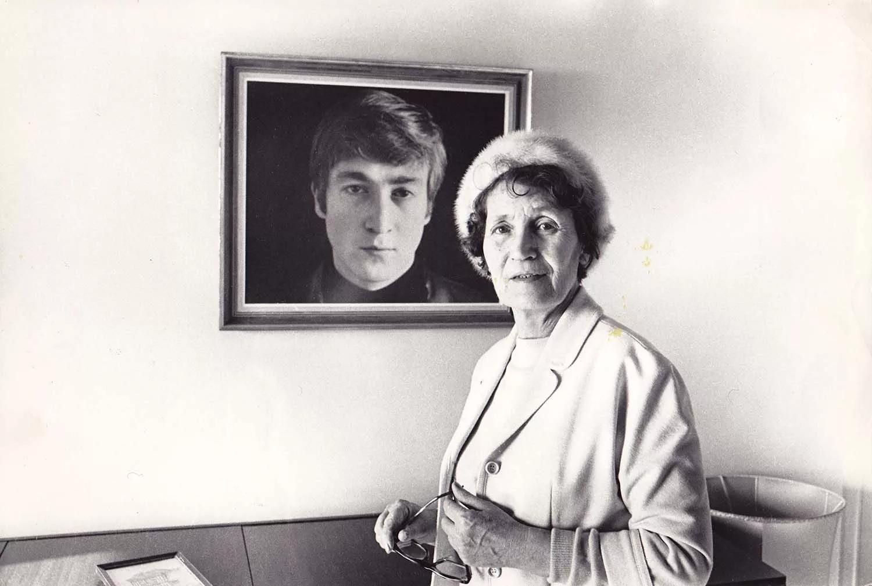 Мэри Элизабет (Мими) Смит — тетя Джона Леннона по матери, заменившая ему родную мать