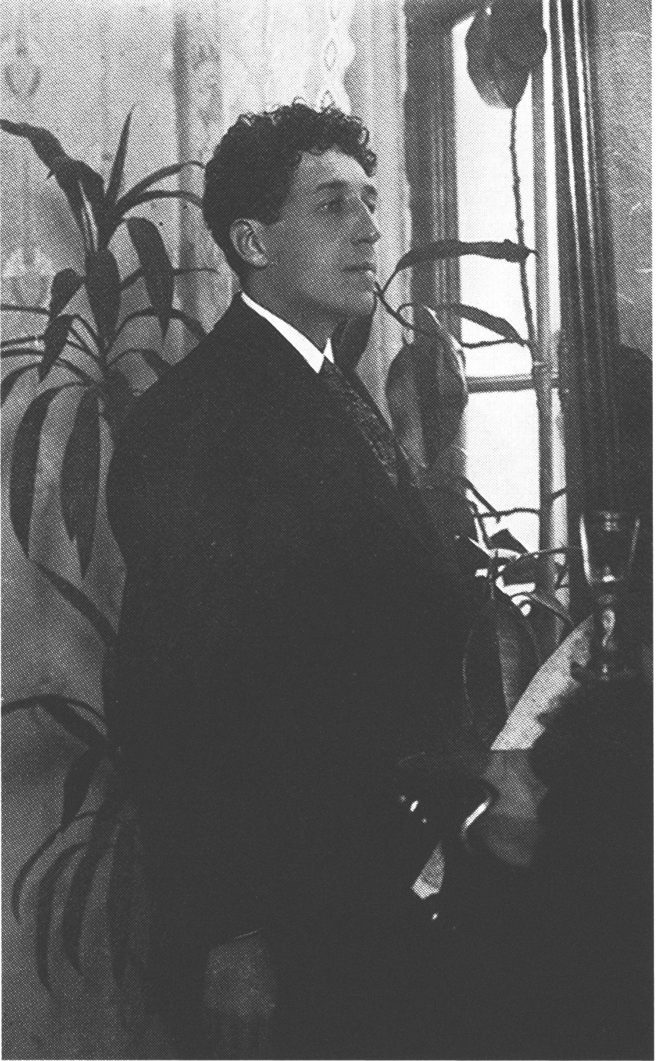 Игорь Северянин, 1915 год. Источник фото: www.poet-severyanin.ru