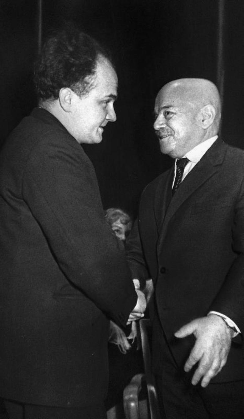 Вяч. Вс. Иванов и В. Б. Шкловский, 1973 год