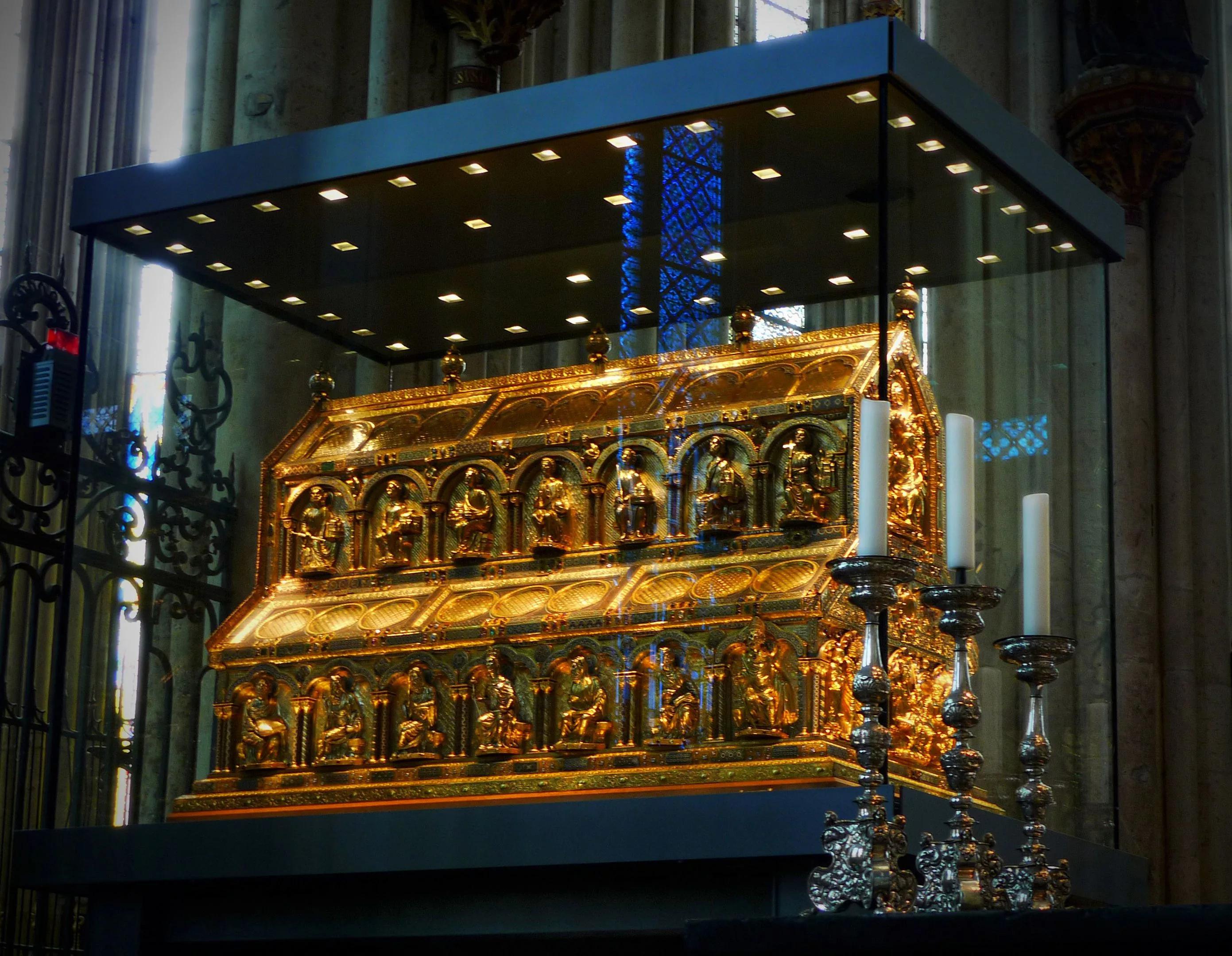 Ковчег с мощами волхвов в Кельнском соборе