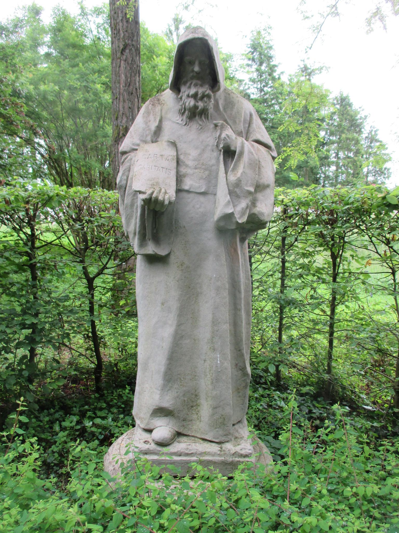 Статуя святого Стефана де Хардинга, третьего настоятеля, на территории аббатства Сито