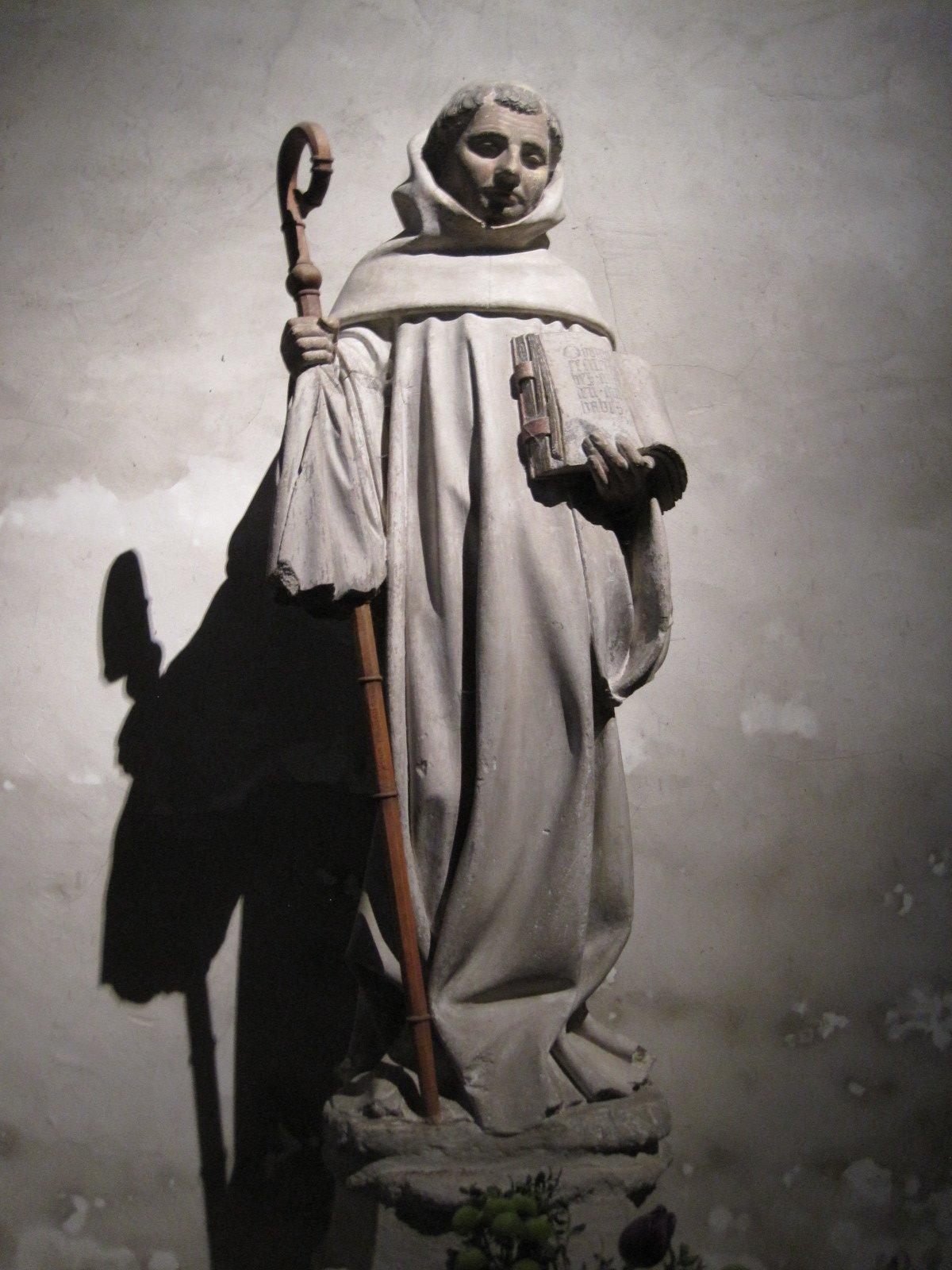 Статуя Бернарда Клервоского. Церковь Святого Бернара в Фонтен-ле-Дижон
