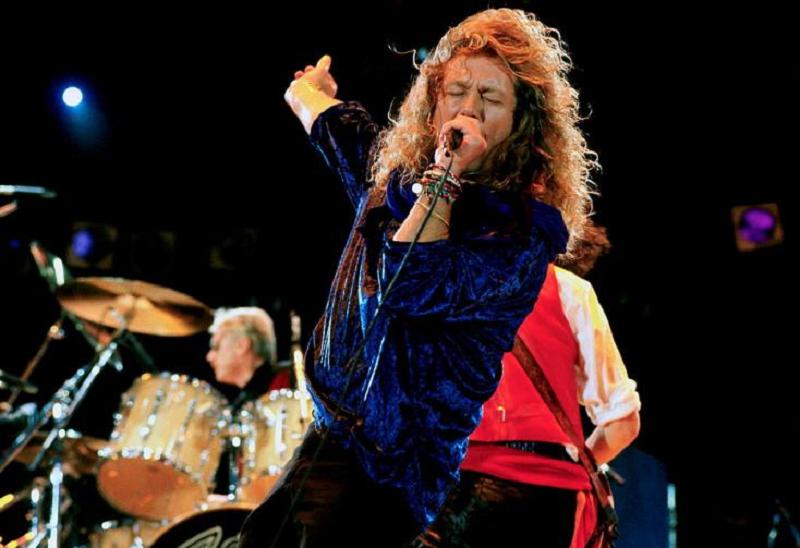 Роберт Плант выступает на The Freddie Mercury Tribute Concert for AIDS Awareness 20 апреля 1992 года (photo by Michael Putland/Getty Images)