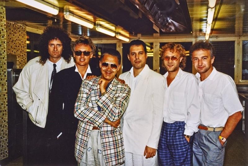 Брайан Мэй, Роджер Тейлор, Клод Нобс (музыкальный менеджер, создатель джазового фестиваля в Монтрё), Фредди Меркьюри, Дэвид Ричардс, Джон Дикон во время работы над альбомом The Miracle, 1988