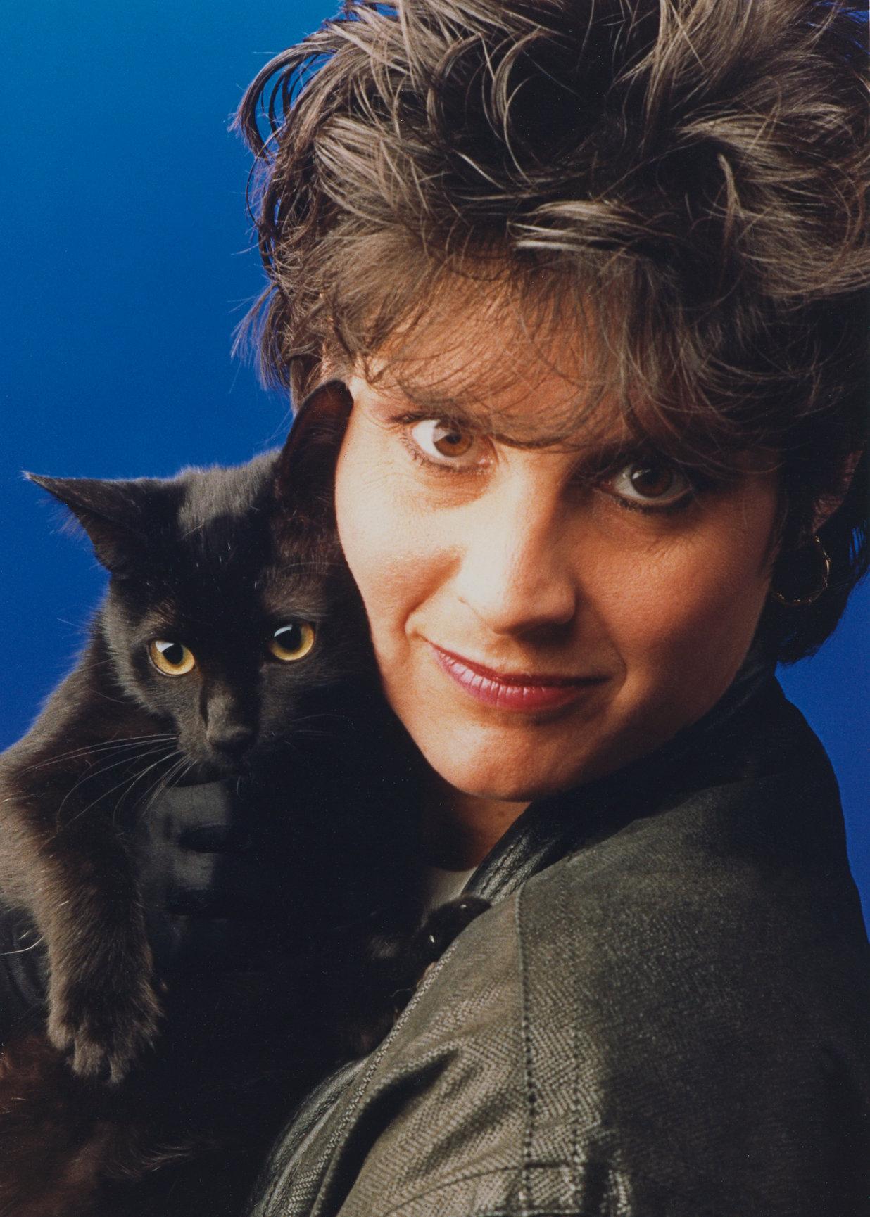 Дайана с котиком Тайпо, ее первым черным питомцем (фото начала 1990-х)