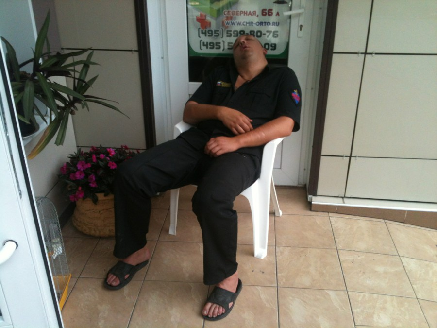 смешные русские охранники после сна фото чаще всего, имеются