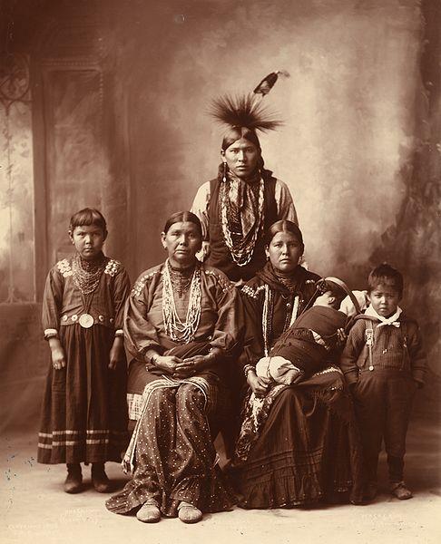 Sauk_Indian_family_by_Frank_Rinehart_1899