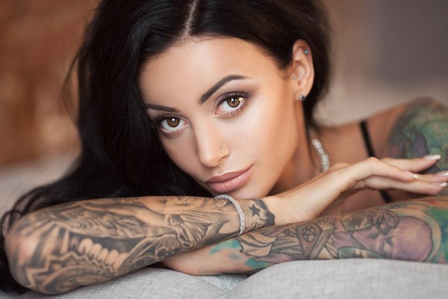 Татуировки на женщинах. Опрос