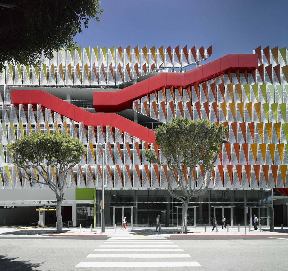 53d0600bc07a805a90000064_city-of-santa-monica-parking-structure-6-behnisch-architekten-studio-jantzen_portada_resize