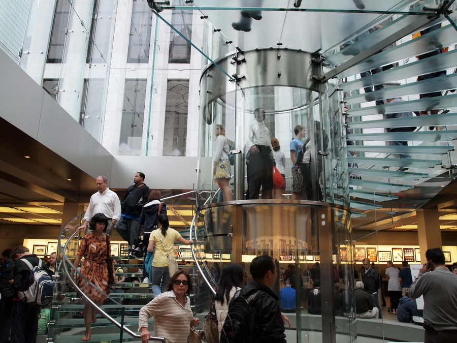 Amazing-Glass-Spiral-Staircase-with-Exotic-Elevator-Cylinder-in-The-Center_resize