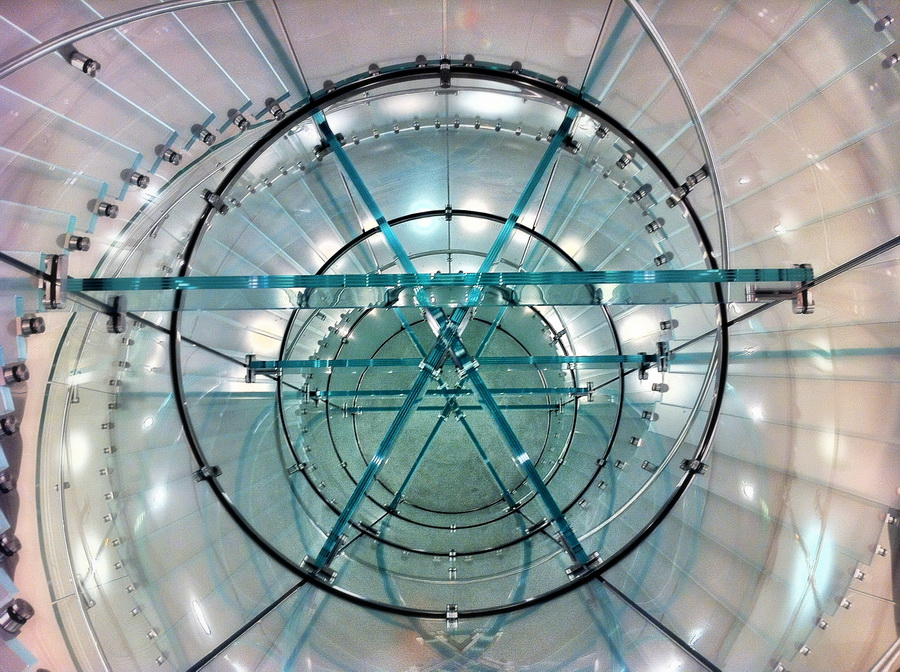 Apple_Store_Boston_circular_staircase_resize