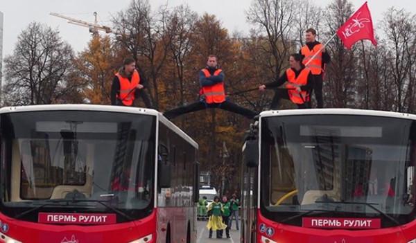 Пермь автобусы поперечный шпагат трюк ван дамма.jpg